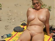 (9 pictures) Nude beach - mature and MILF nudist