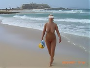 (10 pictures) Lesbianism in Naturist Beaches - Hot Naked Lesbian Ladies and Girls Enjoy Their Life at Nude Beaches around USA