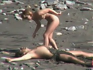 (12 pictures) Gorgeous blonde plays with her man in the sand