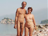 (16 pictures) Public nudism with common people