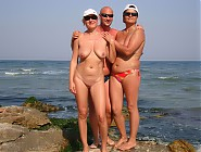(10 pictures) I Was Having a Good Time Making Pics of Naked Naturist Couples at a Beach and Look at What I Found Here - Hot Chicks